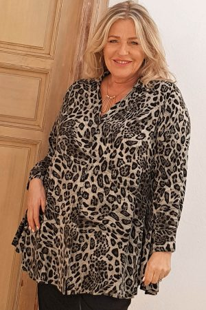 The model in this photo is wearing a Tallulah animal print A-line shirt from Kasbah Clothing in plus sizes from Bakou