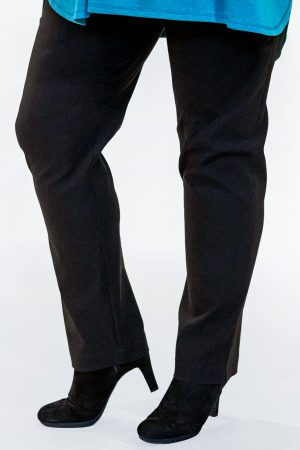 The model in this photo is wearing Mona Lisa Autumn/Winter narrow trousers available up to size 30 from Bakou