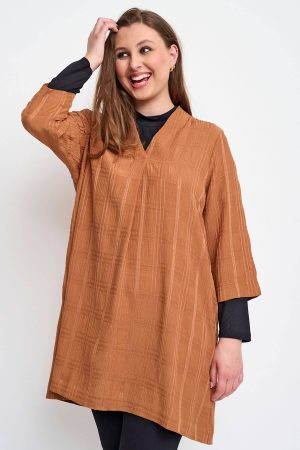 The model in this photo is wearing a stylish Bana shirt/tunic from Danish designers Pont Neuf available up to size 28